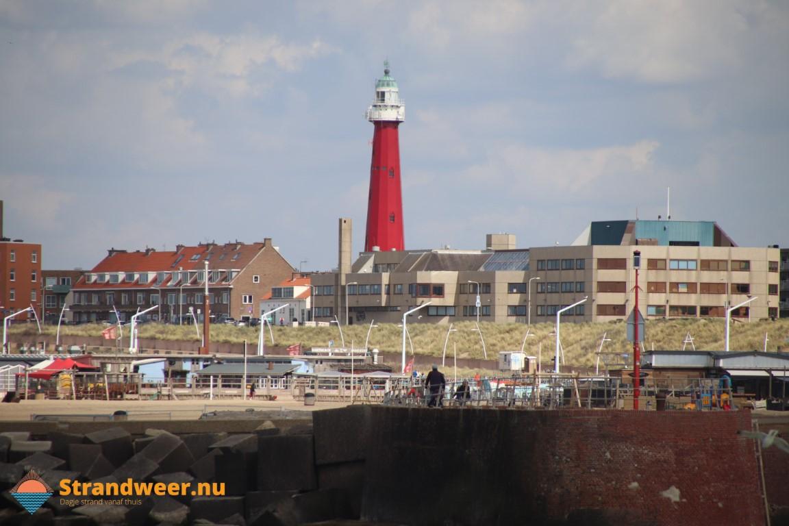 Man valt tussen blokken Scheveningse haven