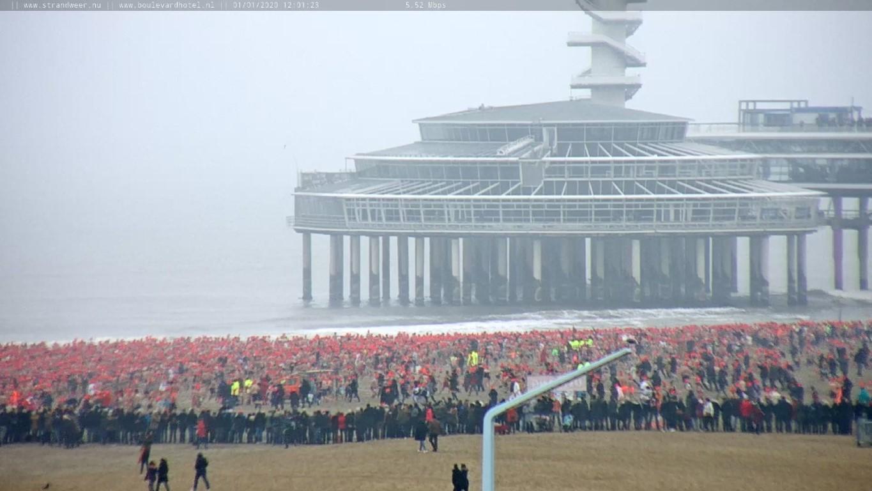Geslaagde nieuwjaarsduik 2020 in Scheveningen