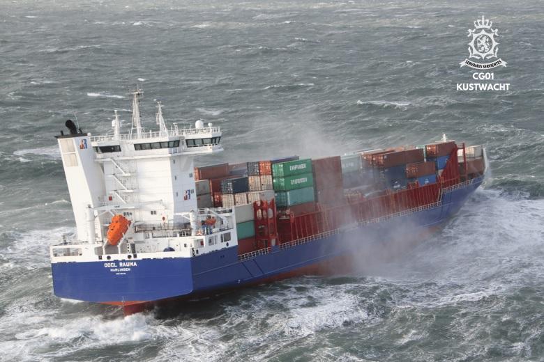 Schip verliest zeecontainers bij Ameland