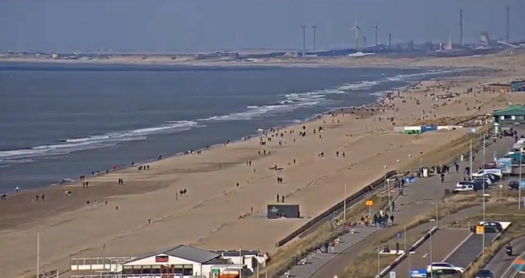 Burgemeesters; kom niet naar strand van Bloemendaal en Zandvoort!